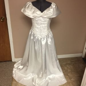 Vintage White Lace and Bow Wedding Dress Size 12